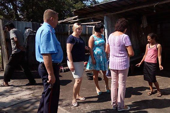 Поліцейські провели соціальну роботу з конотопськими родинами, фото-1