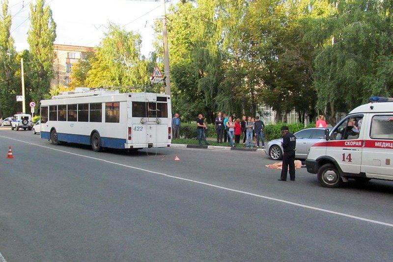 В Белгороде под колёсами троллейбуса погиб мужчина, фото-1