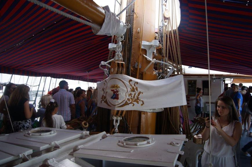 Одесситы штурмуют итальянский парусник на морвокзале (ФОТОРЕПОРТАЖ), фото-14