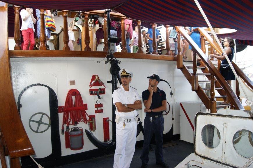 Одесситы штурмуют итальянский парусник на морвокзале (ФОТОРЕПОРТАЖ), фото-22