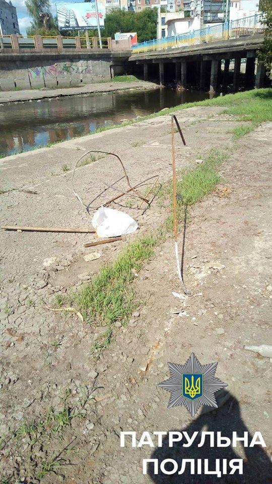 Патрульные задержали мужчину, который похищал железные провода из канала реки Ингул, фото-1
