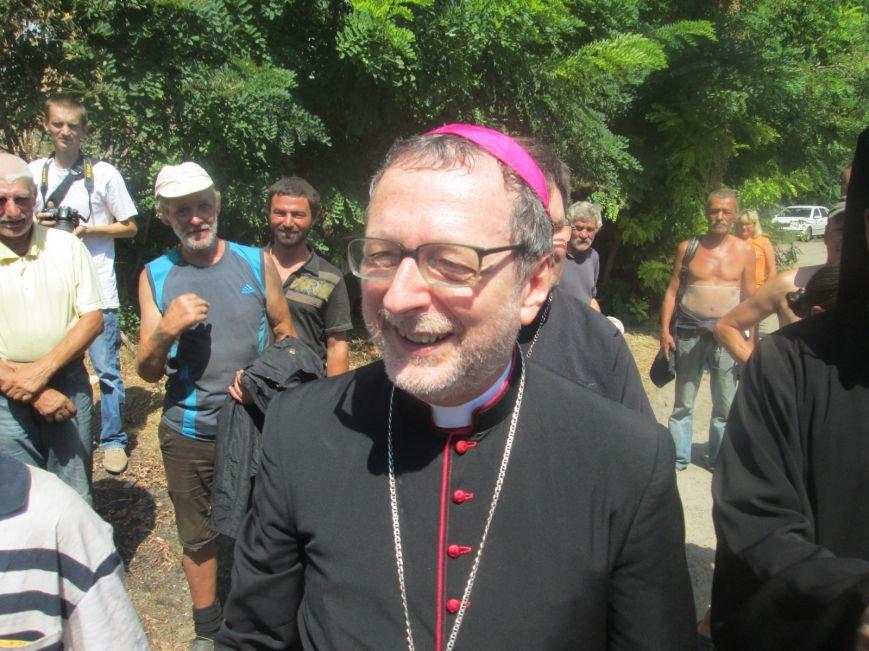 Высокий дипломат из Ватикана кормил из рук бездомных (ФОТО, ВИДЕО), фото-23