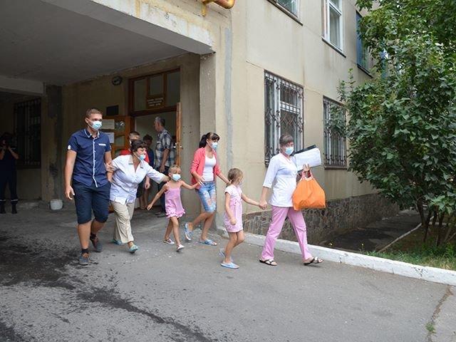 В Николаеве спасатели ликвидировали «пожар» в детской больнице (ФОТО), фото-2