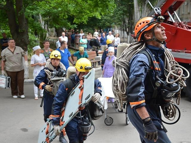 В Николаеве спасатели ликвидировали «пожар» в детской больнице (ФОТО), фото-1