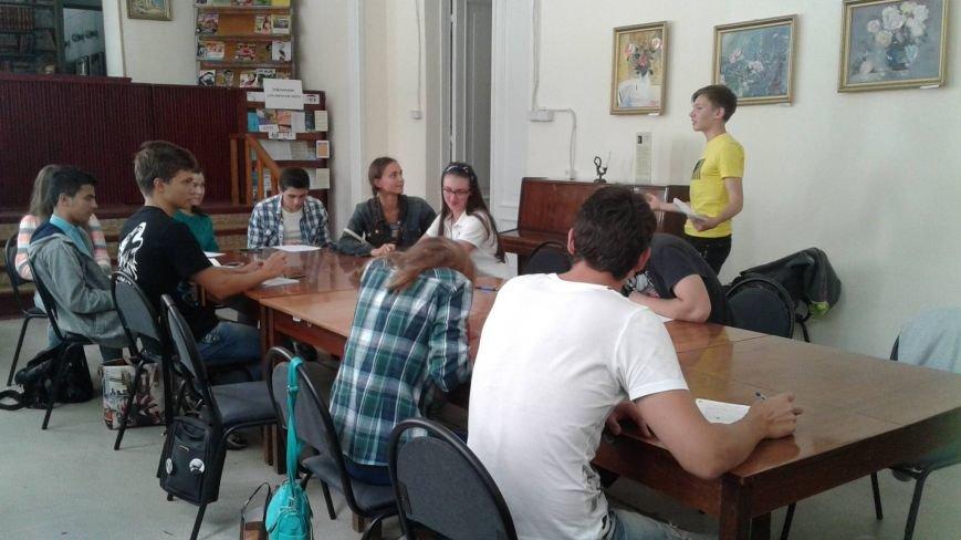В Центральной библиотеке Кривого Рога открылся клуб для любителей дебатировать (ФОТО), фото-1
