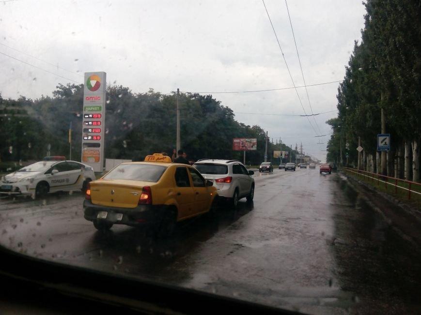"""ДТП в Кропивницком: """"такси"""" врезалось в автомобиль (ФОТО), фото-2"""