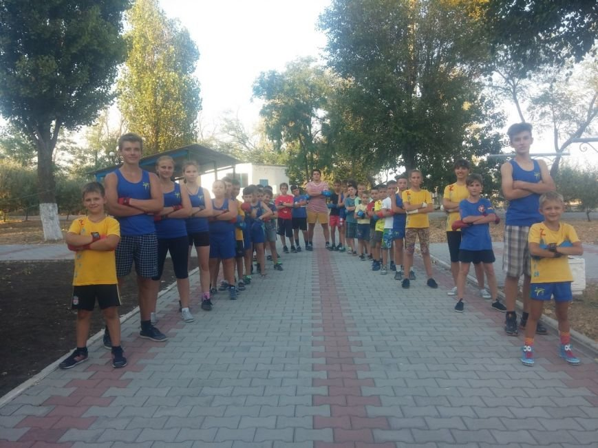 Каратисты из бердянского клуба «Дзаншин» совмещают тренировки с отдыхом, фото-1
