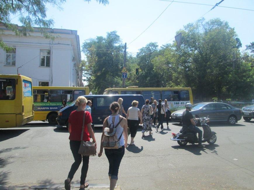 Неожиданно: Обещанная реконструкция Тираспольской площади обернулась полным коллапсом (ФОТО), фото-14