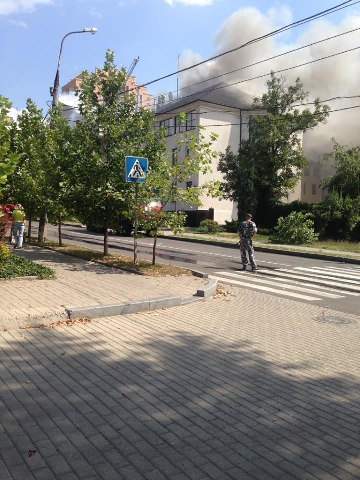 В Донецке горит офис «ИСД», - соцсети ФОТО, фото-1