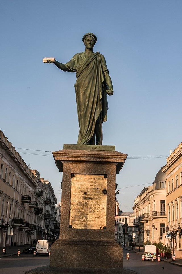 Поддержать шаурму «вызвались» одесские памятники (ФОТО), фото-1