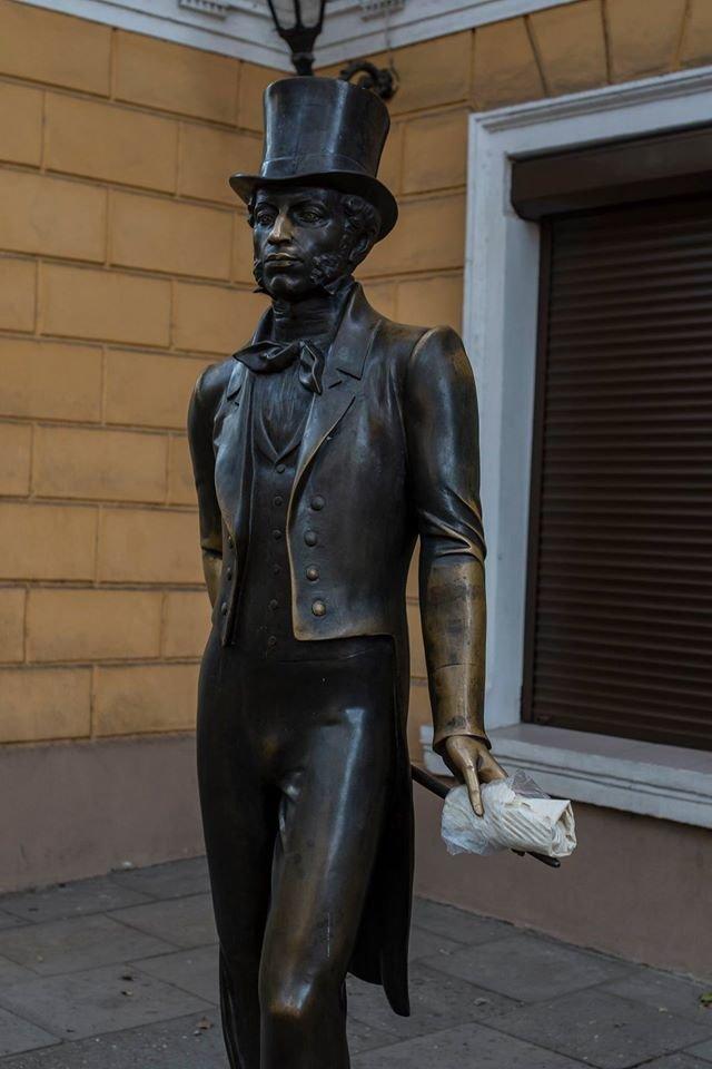 Поддержать шаурму «вызвались» одесские памятники (ФОТО), фото-3
