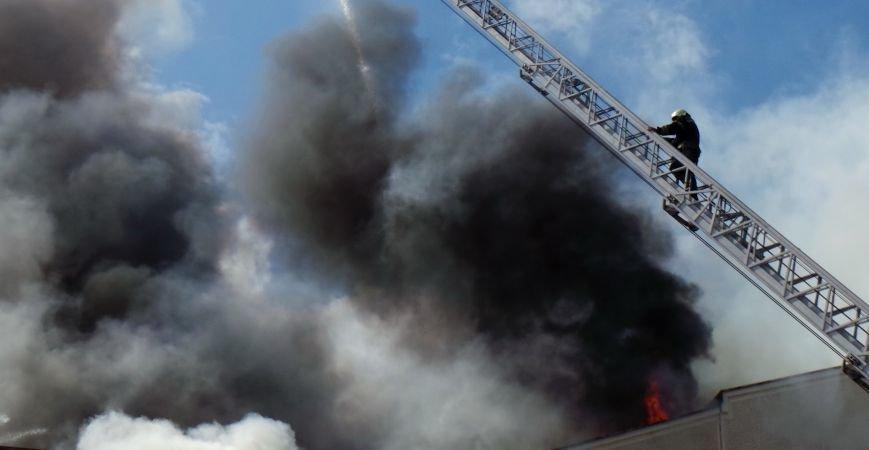 В Донецке сгорело здание ИСД. Кабинет мариупольского нардепа выгорел полностью (ФОТО), фото-2