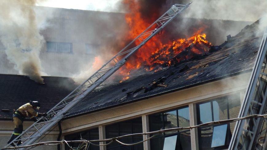 В Донецке сгорело здание ИСД. Кабинет мариупольского нардепа выгорел полностью (ФОТО), фото-1