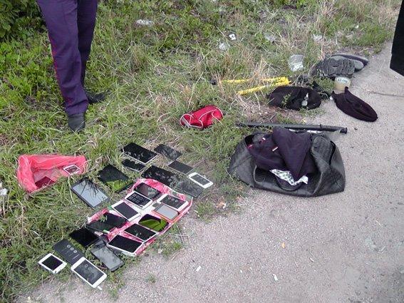 На Кировоградщине задержали автомобиль, в котором перевозили подозрительные вещи (ФОТО), фото-2