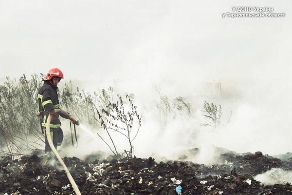 під Тернополем горить сміттєзвалище