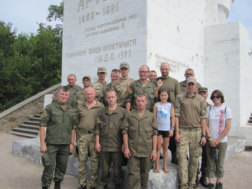 Нацгвардейцы Славянска отныне будут проводить культурный досуг в Святогорске, фото-9