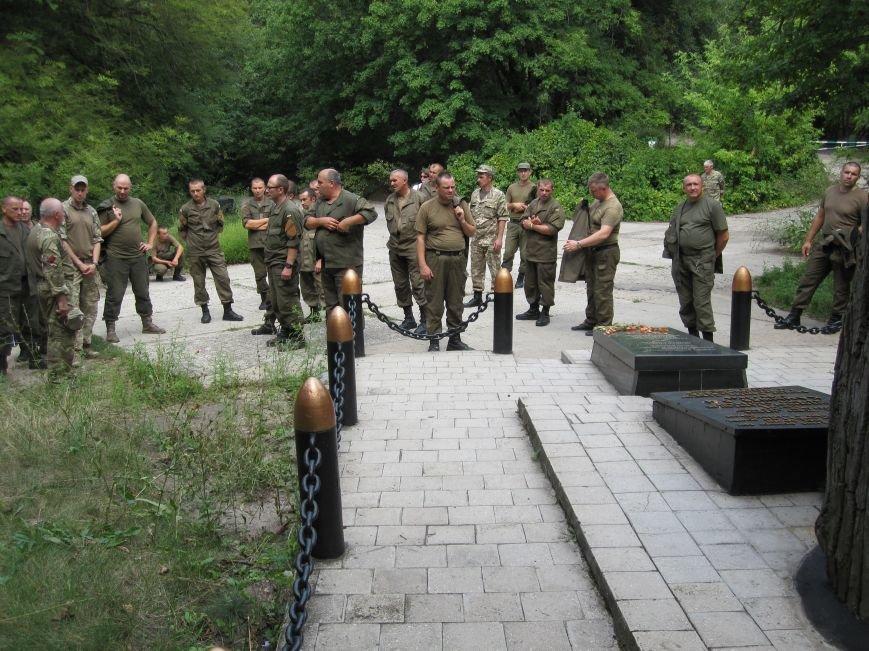 Нацгвардейцы Славянска отныне будут проводить культурный досуг в Святогорске, фото-7