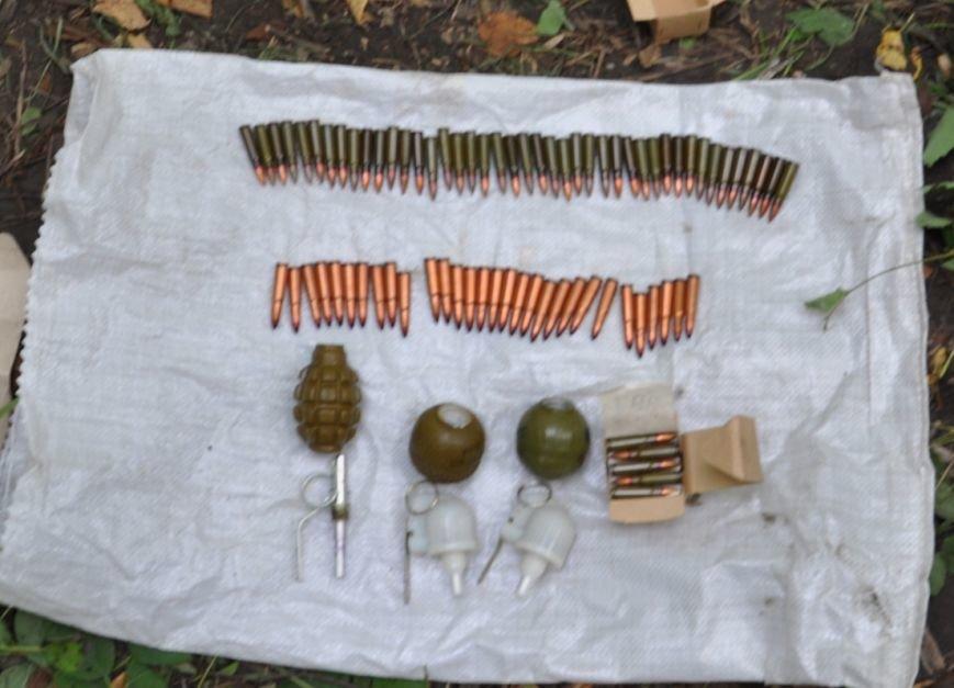 На околиці Житомира СБУ і Нацполіція виявили схрон із гранатами та набоями, фото-4