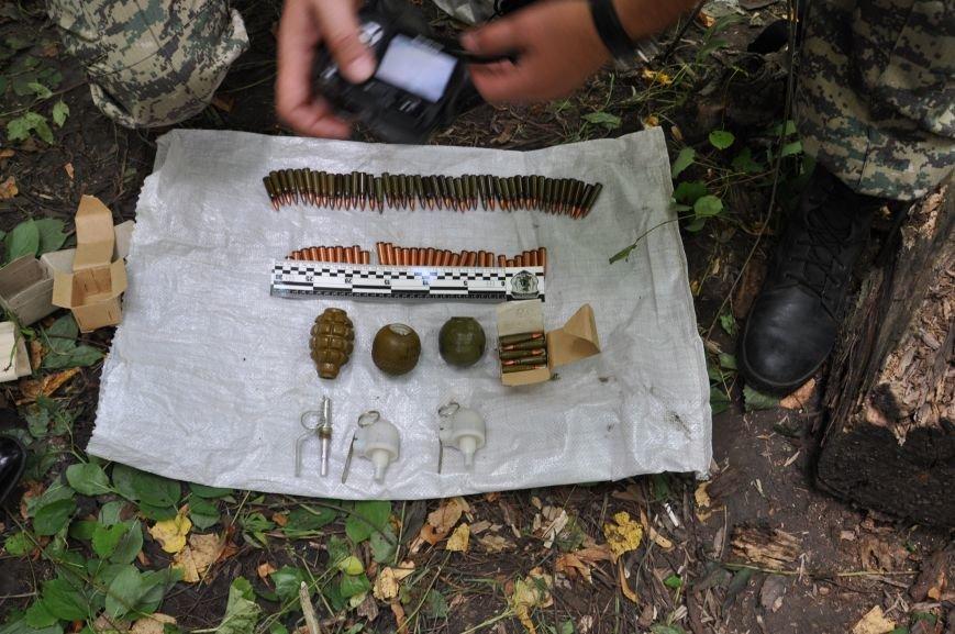 На околиці Житомира СБУ і Нацполіція виявили схрон із гранатами та набоями, фото-5
