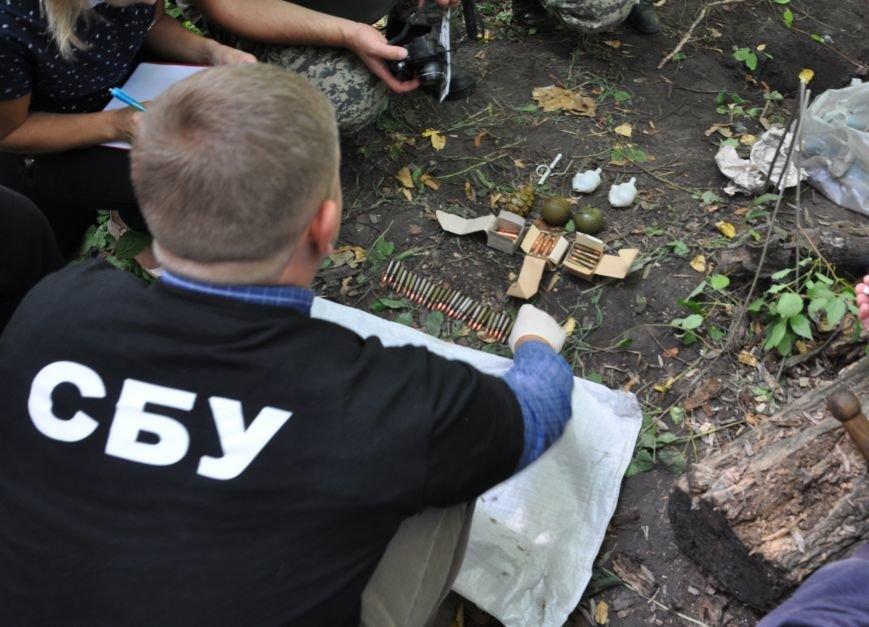 На околиці Житомира СБУ і Нацполіція виявили схрон із гранатами та набоями, фото-2