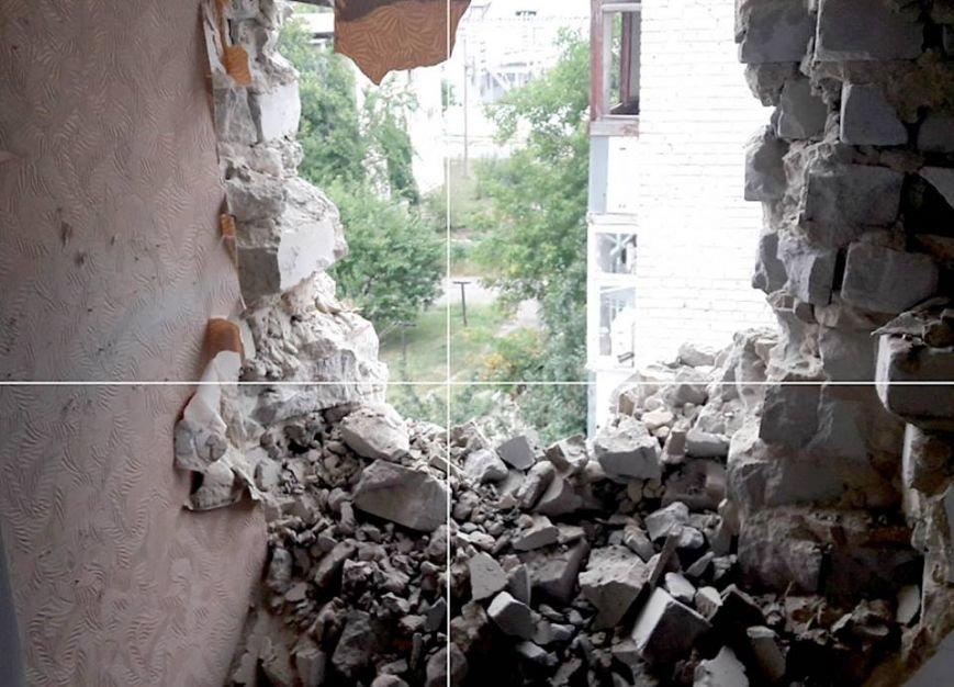 Пятиэтажку в Марьинке проверили на прочность артиллерийскими снарядами (ФОТО), фото-4