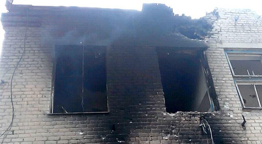 Пятиэтажку в Марьинке проверили на прочность артиллерийскими снарядами (ФОТО), фото-5