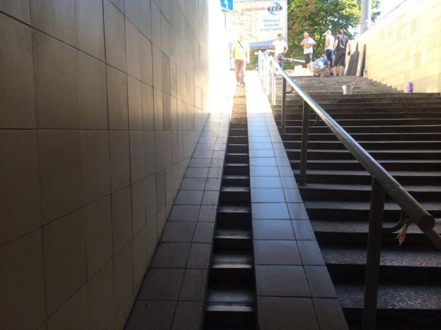 В Мариуполе арендатор решил отремонтировать подземный переход (ФОТО, ВИДЕО), фото-6