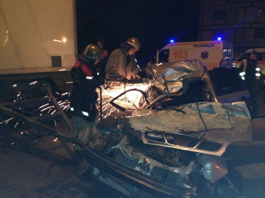 """Смертельное ДТП в Кривом Роге: """"Daewoo"""" влетел под прицеп фуры. Двое пассажиров погибли на месте (ФОТО), фото-10"""