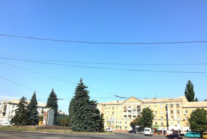 Постамент, где стоял  памятник основателю Донецко-Криворожской республики, готовят ко Дню Независимости (ФОТО), фото-2