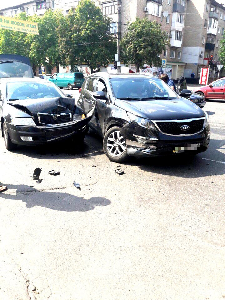"""Водитель  на """"Skoda"""" врезался в криворожанку на """"Kia"""", совершавшую поворот (ФОТО), фото-2"""