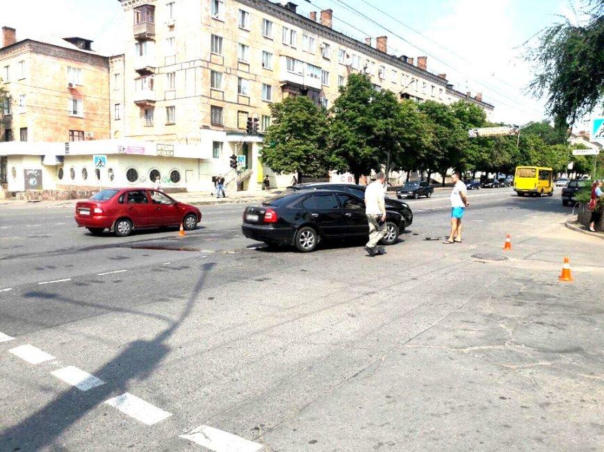 """Водитель  на """"Skoda"""" врезался в криворожанку на """"Kia"""", совершавшую поворот (ФОТО), фото-1"""