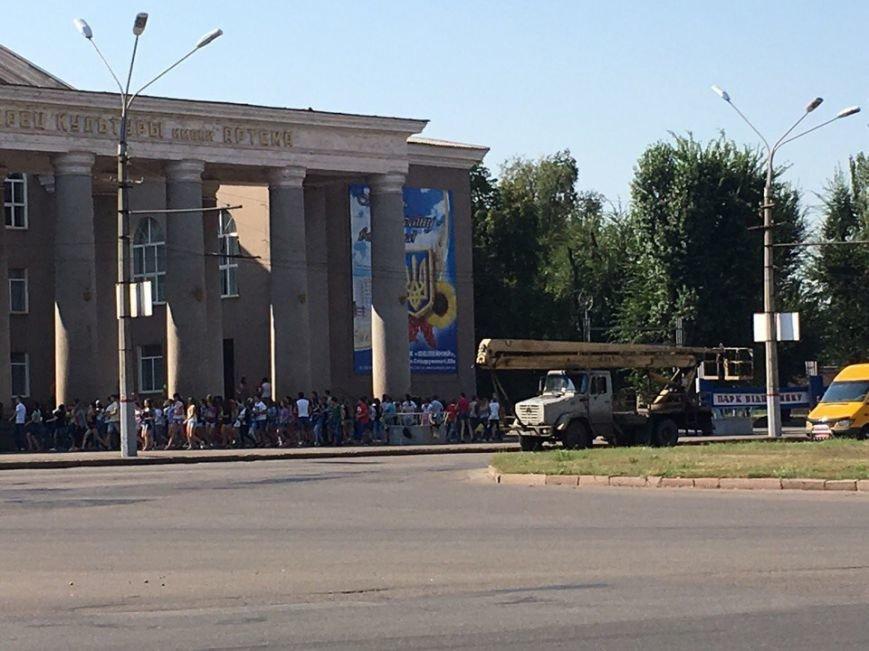 Постамент, где стоял  памятник основателю Донецко-Криворожской республики, готовят ко Дню Независимости (ФОТО), фото-13