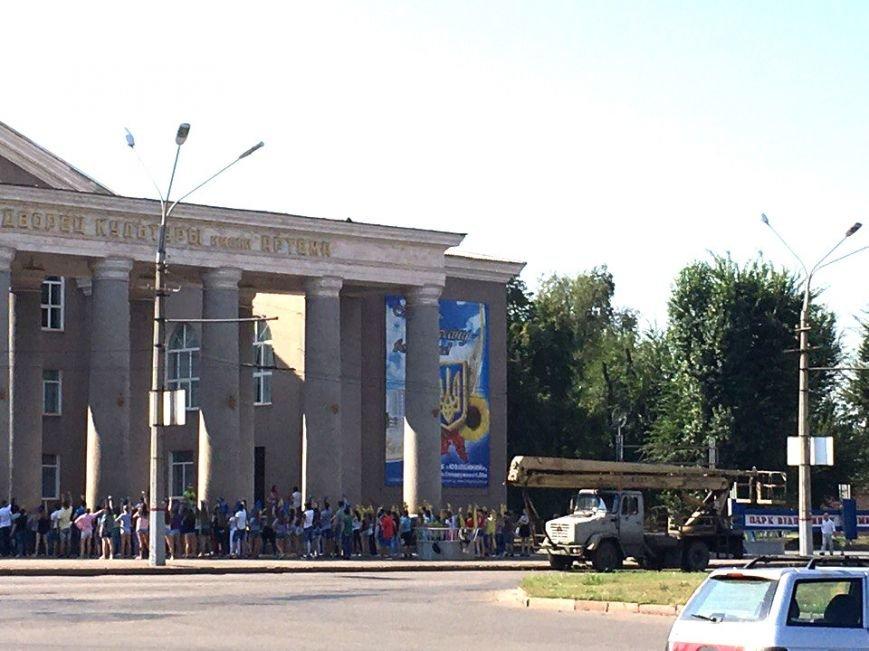 Постамент, где стоял  памятник основателю Донецко-Криворожской республики, готовят ко Дню Независимости (ФОТО), фото-15