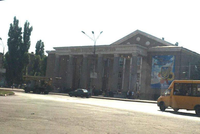 Постамент, где стоял  памятник основателю Донецко-Криворожской республики, готовят ко Дню Независимости (ФОТО), фото-11