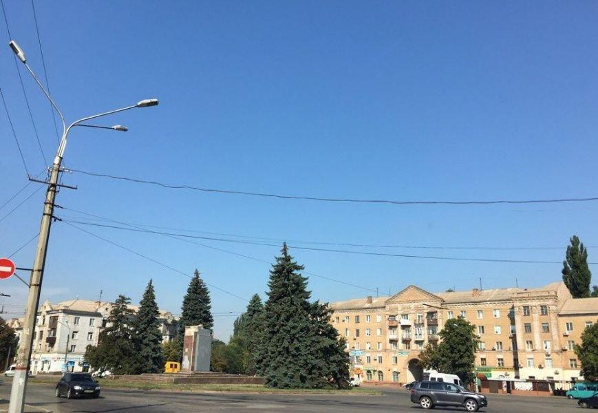 Постамент, где стоял  памятник основателю Донецко-Криворожской республики, готовят ко Дню Независимости (ФОТО), фото-5