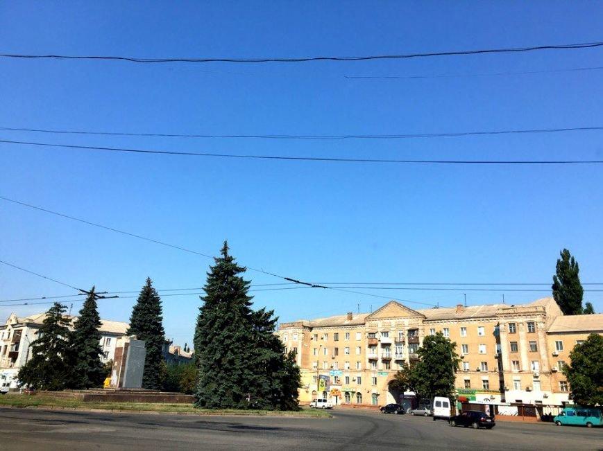 Постамент, где стоял  памятник основателю Донецко-Криворожской республики, готовят ко Дню Независимости (ФОТО), фото-6