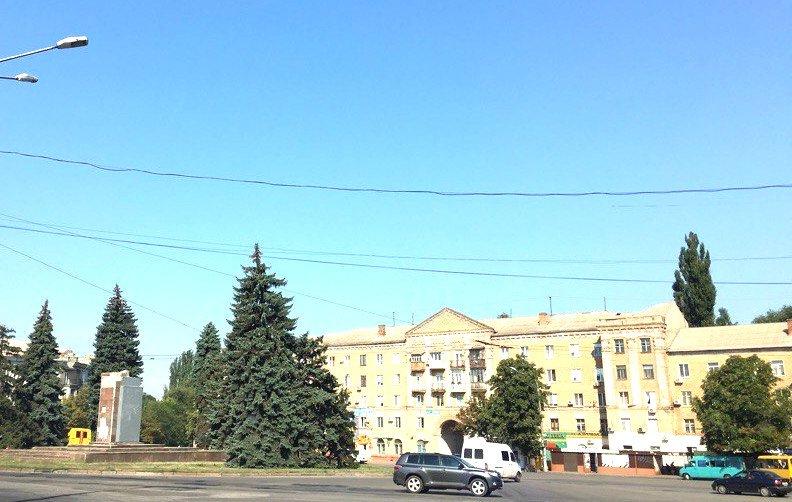 Постамент, где стоял  памятник основателю Донецко-Криворожской республики, готовят ко Дню Независимости (ФОТО), фото-12