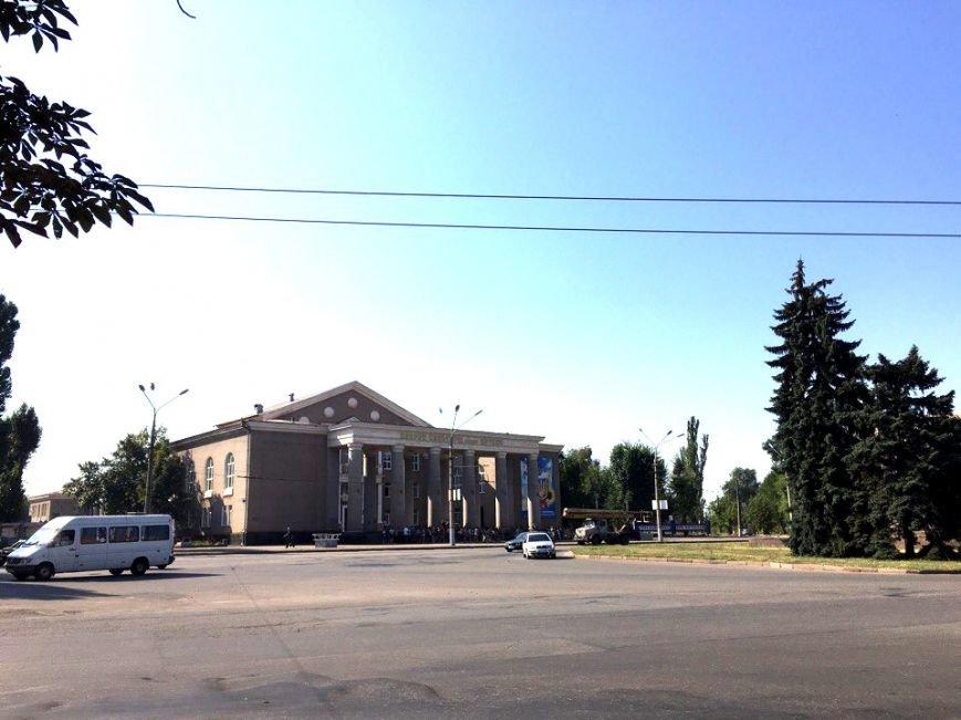 Постамент, где стоял  памятник основателю Донецко-Криворожской республики, готовят ко Дню Независимости (ФОТО), фото-7