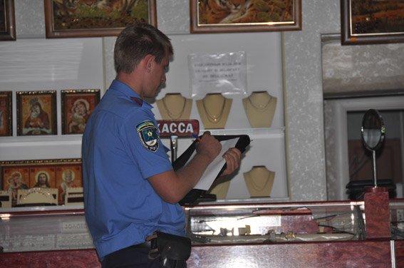 В Николаеве неизвестные обчистили ювелирку (ФОТО), фото-3