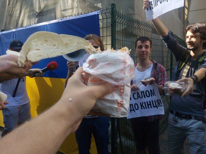 В Одессе активисты едва не закидали мэрию шаурмой (ФОТО, ВИДЕО), фото-8