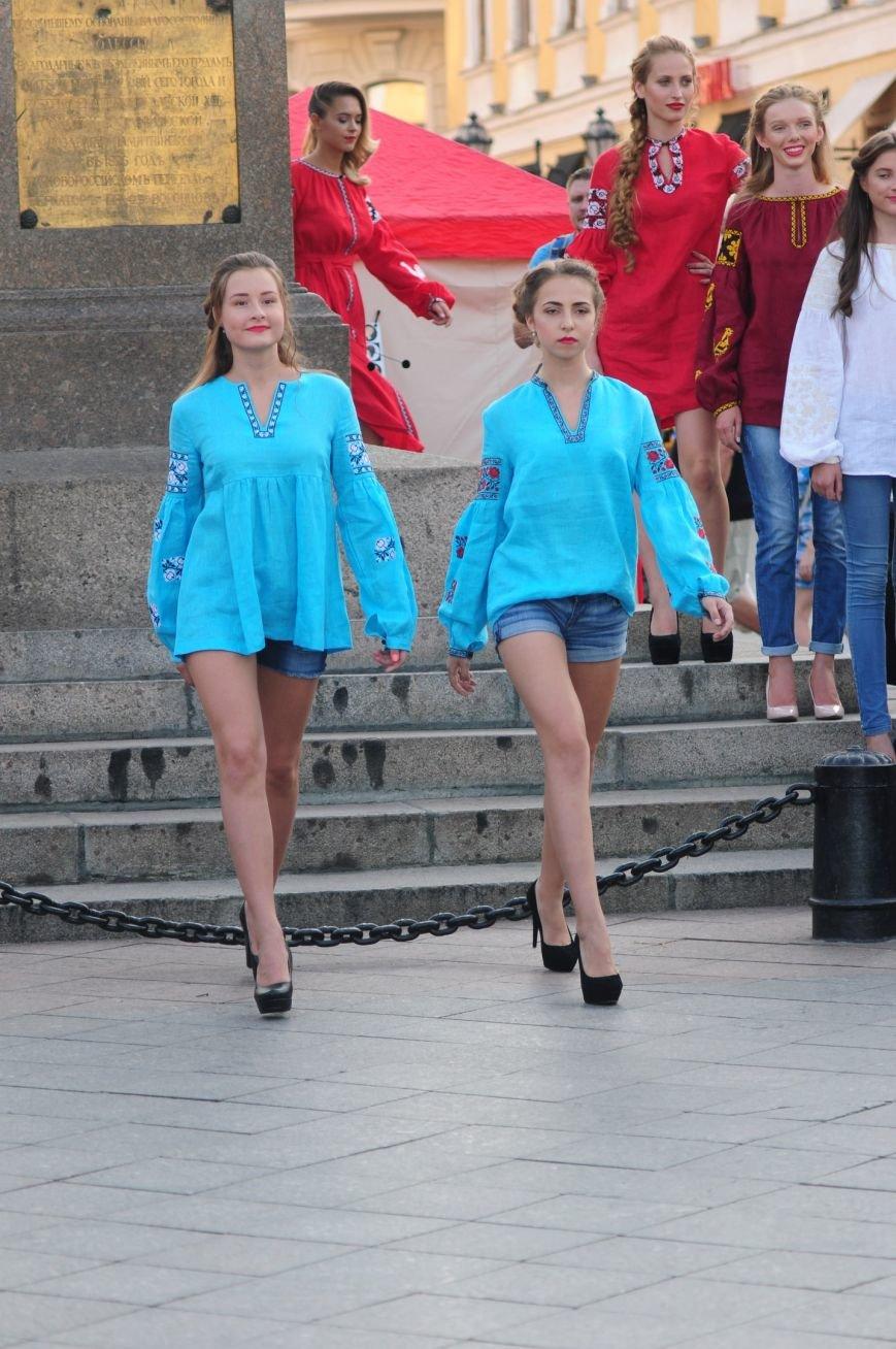 В Одессе на открытии Вышиванкового фестиваля дефилировали модные одесситы (ФОТО), фото-7