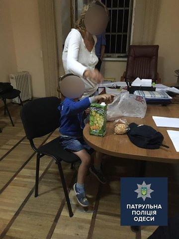 По Одессе бродила психически больная женщина с голодным малышом (ФОТО), фото-1