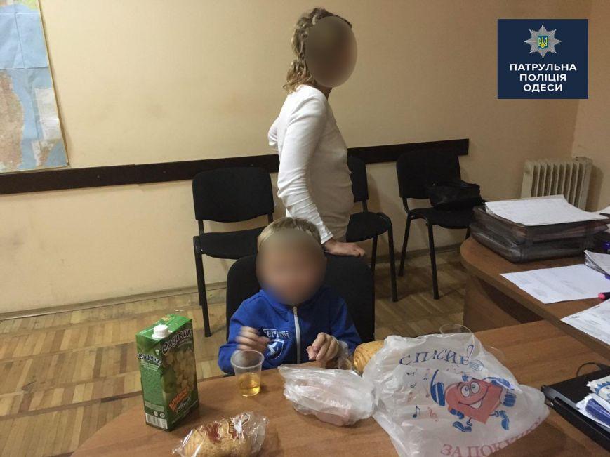 По Одессе бродила психически больная женщина с голодным малышом (ФОТО), фото-2