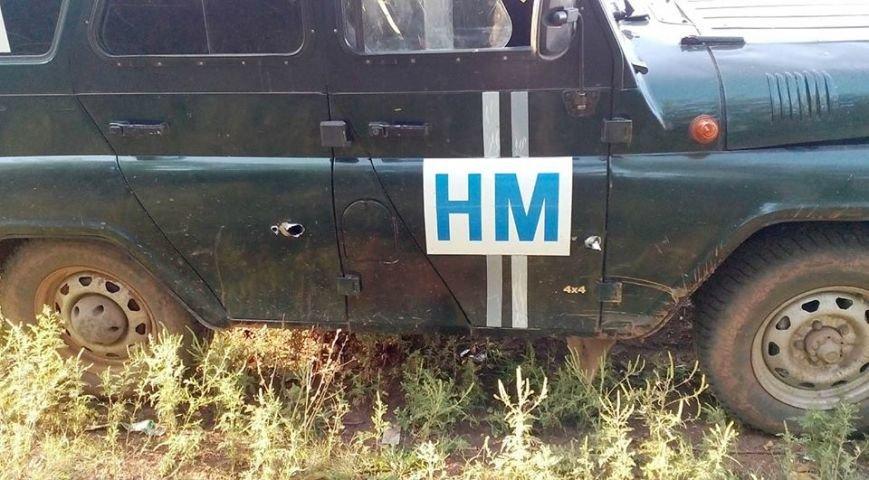 В Донецкой области боевики обстреляли автомобиль наблюдателей СЦКК (ФОТО), фото-1