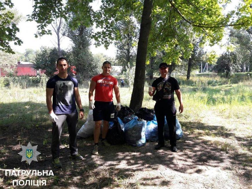 Патрульные вместе с горожанами наводили порядок в запущенном парке Космонавтов, фото-3