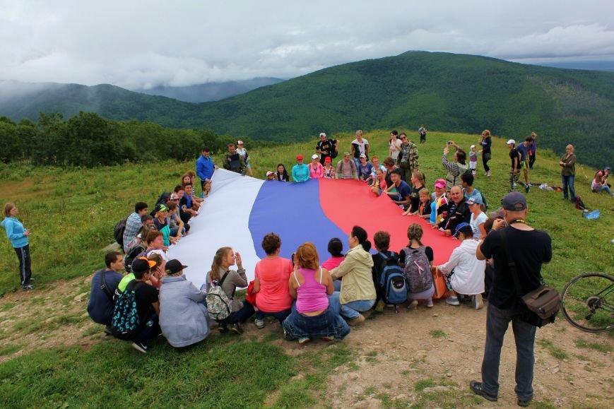 Восхождение на гору Большевик совершили южносахалинцы в честь российского флага, фото-7