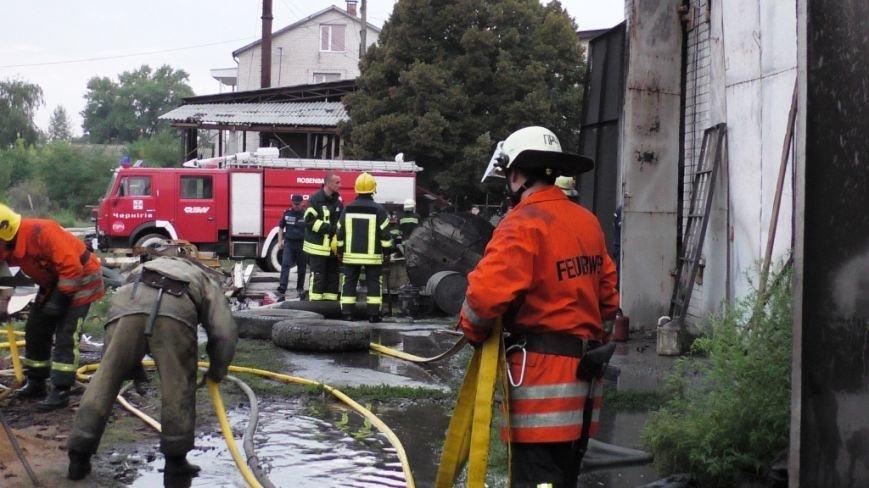 Возле автобусного парка в Чернигове сгорел склад, фото-3