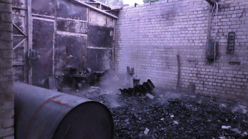 Возле автобусного парка в Чернигове сгорел склад, фото-2