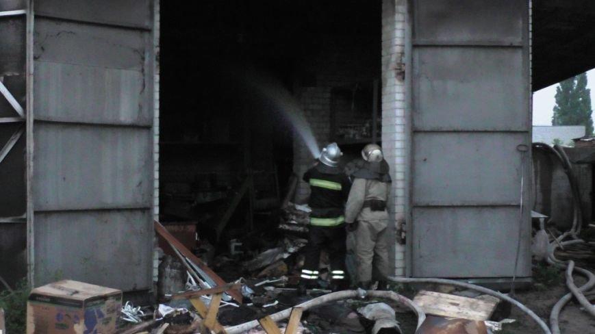 Возле автобусного парка в Чернигове сгорел склад, фото-4