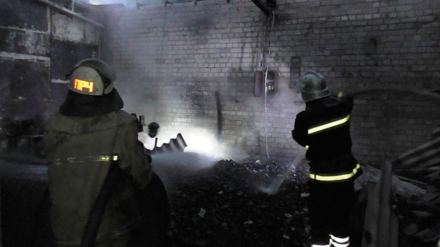 Возле автобусного парка в Чернигове сгорел склад, фото-1